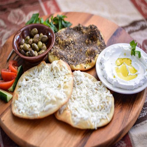 makanan khas arab manakeesh