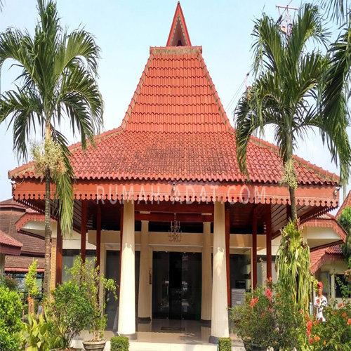 Rumah Adat Kasepuh