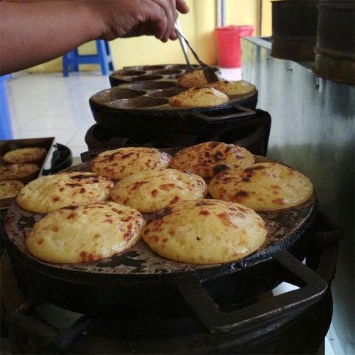 Makanan Khas Sidoarjo Kue Lumpur Bakar