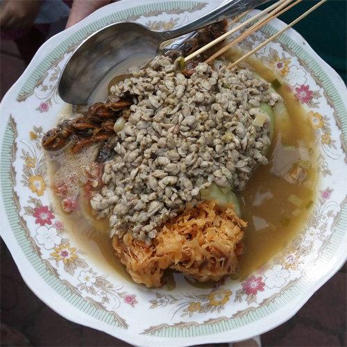 Makanan Khas Sidoarjo Lontong Kupang