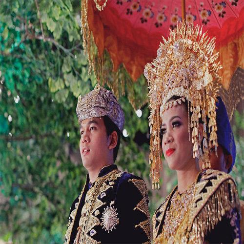 Pakaian Untuk Pernikahan Bernuansa Minang