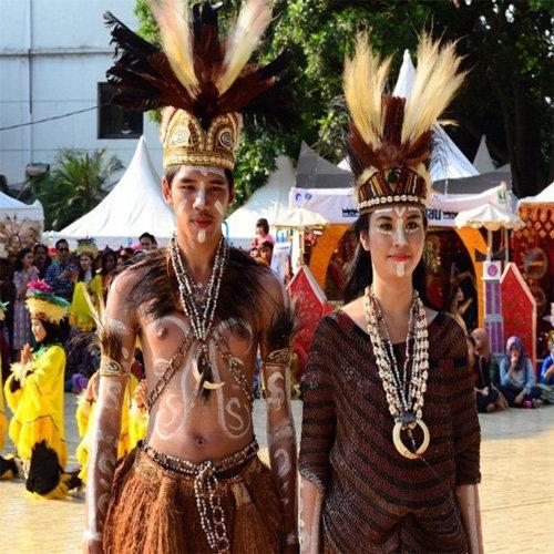 Pakaian Adat Papuan Baju Kurung