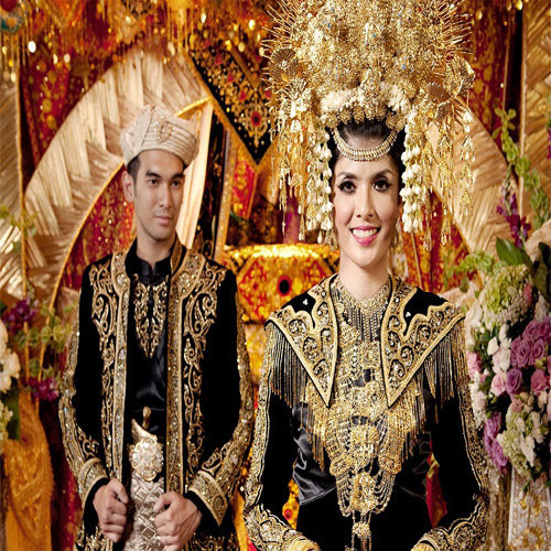 Mahkota Penggantin Bernuansa Minang