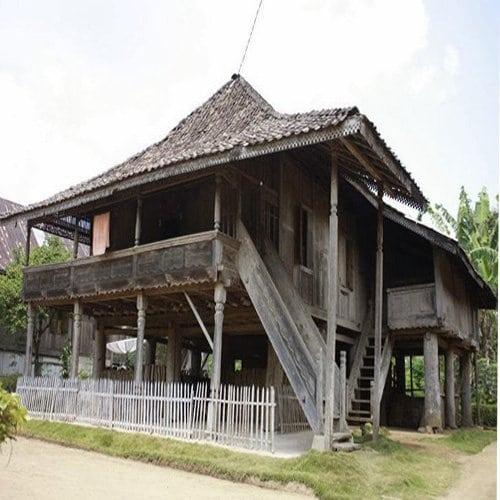 Rumah Adat Lampung Nuwo Sesat Beserta Penjelasannya