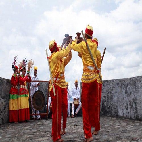 Tarian adat Maluku Tari Salai Jin